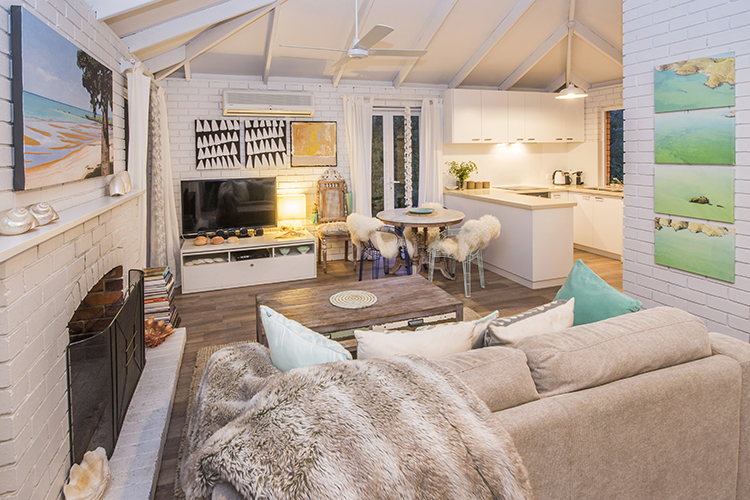 romantic little holiday cottage in dunsborough down. Black Bedroom Furniture Sets. Home Design Ideas