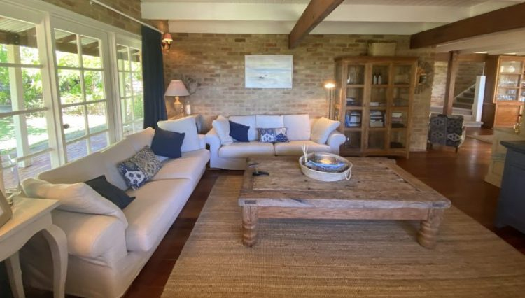 Elanora lounge