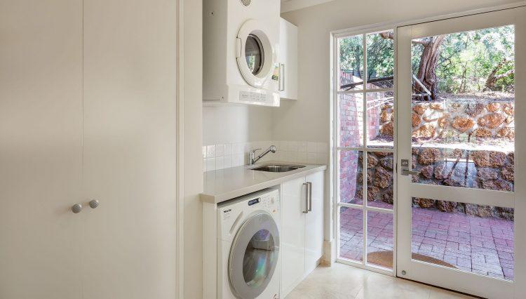 EllaGladstone27_Laundry-1
